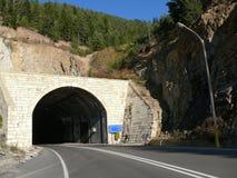 Der Straßentunnel. Lizenzfreies Stockfoto