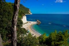 Der Strand auf dem adriatischen Meer in Sirolo, Marken, Italien Stockfotos