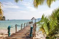 Der Strand auf einer Tropeninsel Lizenzfreie Stockbilder