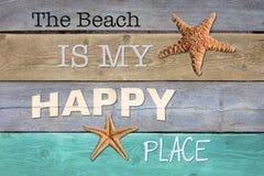 Der Strand ist mein glücklicher Platz Stockbild