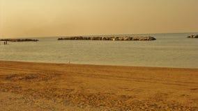 Der Strand ist in der Stadt von Viserbella stockbild
