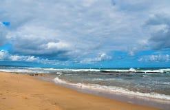 Der Strand und die Felsen bei Rhebok Stockfotos