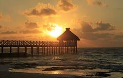Der Strand und die Hütten an Maya Vidanta Riviera lizenzfreies stockfoto
