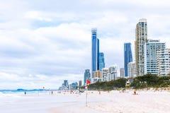 Der Strand und die Landschaft im Surfer-Paradies auf dem Gold Coast Stockbild