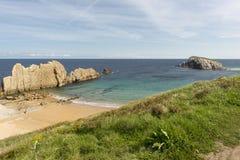 Der Strand von Arnia lizenzfreies stockfoto
