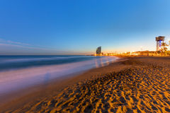 Der Strand von Barcelona bei Sonnenuntergang Lizenzfreie Stockbilder