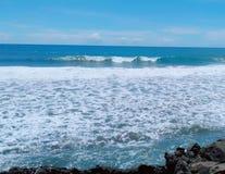 Der Strandfelsen stockbild