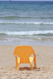 Der Stuhl auf dem Strand Stockbild