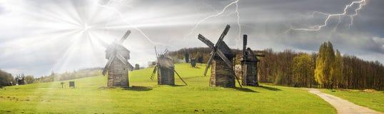 Der Sturm über Windmühlen Stockfoto