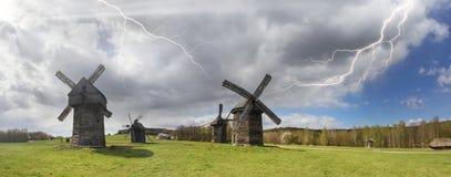Der Sturm über Windmühlen Lizenzfreies Stockfoto