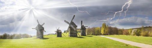 Der Sturm über Windmühlen Stockbilder