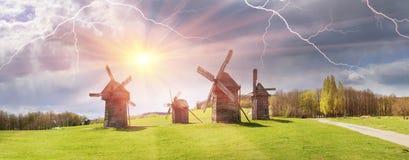 Der Sturm über Windmühlen Stockbild