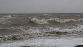 Der Sturm auf dem Meer von Asow stock video footage