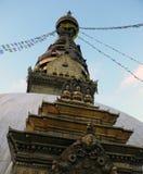 Der Swayambhunath-Tempel von unterhalb Stockfotografie