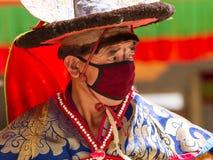 Der Tänzer, der frommen Tanz des schwarzen Hutes durchführt stockfotografie
