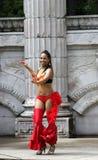 Der Tänzer im roten Kostüm Stockfotos