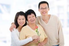 Der Tag der Mutter zu Hause. lizenzfreie stockfotos
