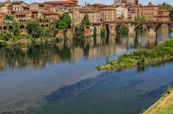 Der Tarn-Fluss auf seiner Weise durch Albi Lizenzfreie Stockbilder