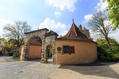 Der Tauber do ob de Rothenburg, cidade medieval pitoresca em Alemanha, Fotografia de Stock