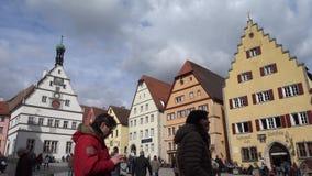 Der Tauber ob Ротенбурга, Германия - 31-ое марта 2018: Взгляд улицы der Tauber ob Ротенбурга, хорошо сохраненное средневекового акции видеоматериалы
