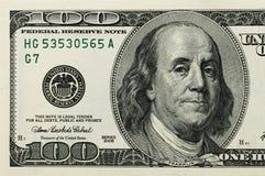 Der Teil der Rechnung ist hundert US-Dollars Das linke Teil Nahaufnahme stockbild