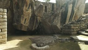 Der Tempel des Kondors an machu picchu stock footage