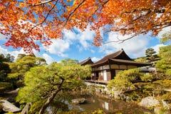 Der Tempel des silbernen Pavillons in Japan Stockbilder