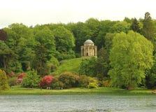 Der Tempel von Apollo in Stourhead-Garten, in England stockfotografie