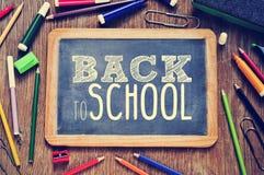 Der Text zurück zu der Schule geschrieben auf eine Tafel, gefiltert Stockfotos