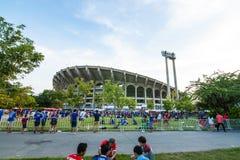 Der thailändische Fan warteten auf das Fußballspiel Lizenzfreie Stockfotos