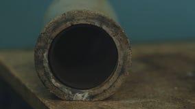Der Tiegel Tiegel-Messing Messingflüssiges im Tiegel Altes Metall warf den Prozess für Buddha-Statue und goss Flüssigkeit stockbild