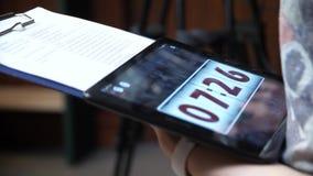 Der Timer für 8 Minuten Digital-Timer, Count-downsekunden Blauer elektronischer Timer mit Sanduhr Digital-Stoppuhr stock video footage