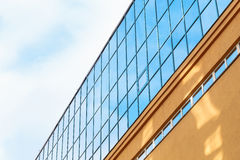 Der Tipp eines modernen Gebäudes Stockbild