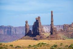 Der Totempfahl Butte ist eine riesige Sandsteinformation im Monum Stockfotos