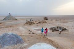 Der touristische Besuch das Salzsee Chott EL Djerid in Tunesien, Afrika lizenzfreie stockbilder