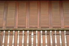 Der traditionelle hölzerne Balkon. Lizenzfreies Stockbild