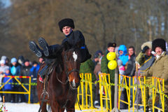 Der traditionelle russische Nationalfeiertag gewidmet der Beendigung des Winters: Maslenitsa festlichkeiten März 17,2013 Gatchina Stockbild