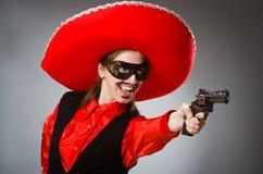 Der tragende Sombrerohut der Person im lustigen Konzept Stockfotografie