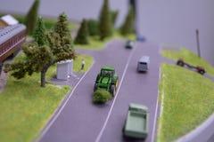 Der Traktor auf der Straße Lizenzfreie Stockbilder