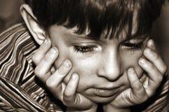 Der traurige Junge lizenzfreie stockbilder