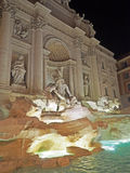 Der Trevi-Brunnen nachts Lizenzfreies Stockbild
