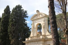 Der Triumphbogen auf dem Palatine-Hügel, Rom Stockfotos