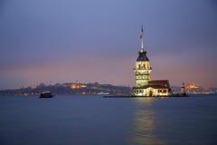 Der Turm des Mädchens am Abend in Istanbul die Türkei Stockfotos