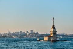 Der Turm des Mädchens belichtet an der Dämmerung Istanbul, die Türkei Stockbilder