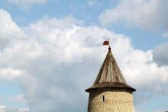 Der Turm gegen den Himmel Stockfotografie