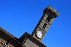Der Turm im Himmel lizenzfreie stockfotografie