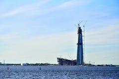 Der Turm ist die Hauptsitze der Gazprom-Firma im estu stockfoto