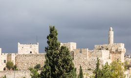 Der Turm von David, alias von Jerusalem-Zitadelle, von alten Zitadelle gelegen nahe Jaffa-Tor u. von Westrand der alten Stadt von stockfotografie