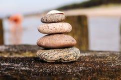 Der Turm von Felsen auf dem Wellenbrecher 1 Stockfoto