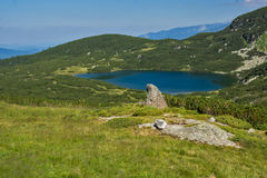 Der untere See, die sieben Rila Seen, Rila-Berg Lizenzfreie Stockfotos